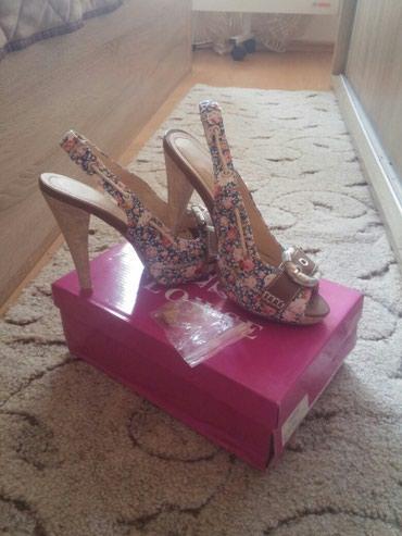 Cvetne sandale br.36. Jednom na kratko obuvene. Kao nove. - Nis