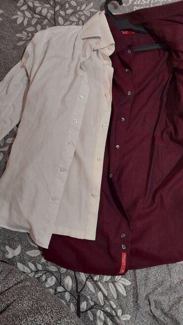 Рубашки красный и белый