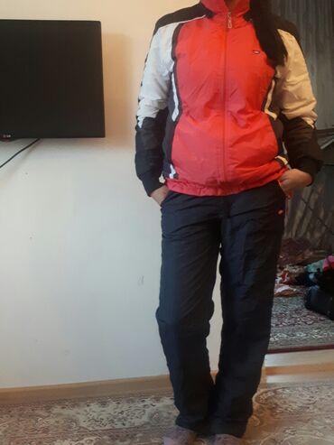 Спортивный зимний костюм типа для лыжника и для повседневки.Очень