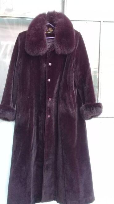 пальто лама в Кыргызстан: Срочно продаю лама пальто стреч темно бордовый вишневый цвет