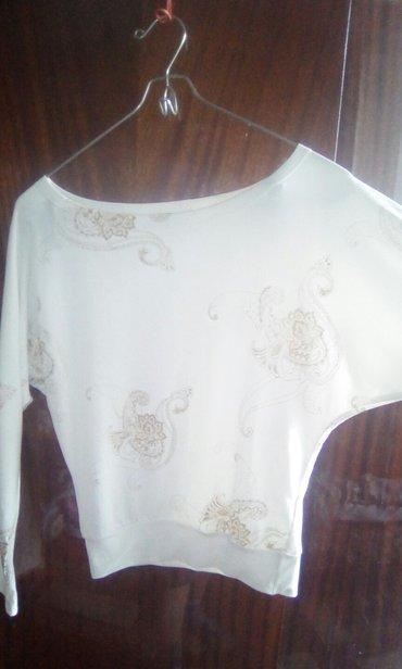 блузки с коротким рукавом в Кыргызстан: Продаю белую кофту. рукав летучая мышь. размер 42-44. супер кофточка