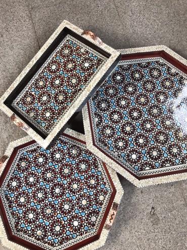 Подносы - Кыргызстан: Шикарные Ручной работы подносы дерево, ручки метал бронза вроде!