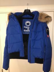 Manchester city - Srbija: Original nova Superdry jakna, velicina L. Jako topla i kvalitetna