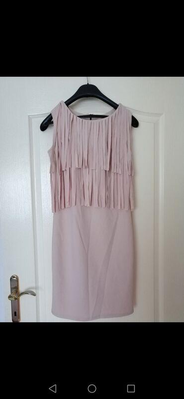 Uska haljina - Srbija: Prelepa uska krem haljinica sa resama. Nošena par puta, očuvana kao