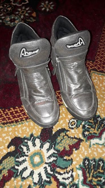Женские.400 сом. Размер 37-38 в Бишкек