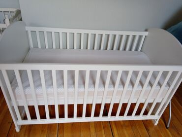 Stalak - Srbija: Na prodaju dva krevetca,bebi auto sedište, ležaljka za bebe,stalak za