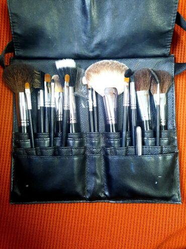 Продаётся набор натуральных кистей для профессионального макияжа!