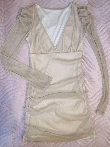 Zlatna haljinica, kratka. Odgovara velicini s/m