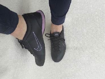 Ženska patike i atletske cipele   Valjevo: Nike - original kozne patike. Jako udobne. Broj 38 gaziste 24cm