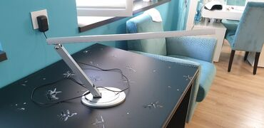 Stona lampa - Srbija: Stona lampa za manikir sto, lako prenosiva. Lampa ima jedan zglob za