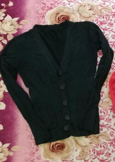 Женские свитера в Кыргызстан: Продаю женскую кофточку. Размер 42-44. Состояние хорошее! Розовая