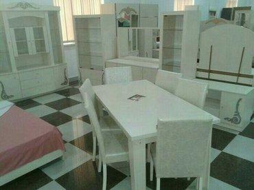 Bakı şəhərində Qonaq desti -- iki qapili vitrin,tek qapili vitrin,stol ve 6 eded