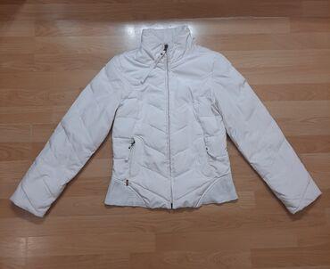 Levi - Srbija: Original Levis perjana jakna je u odlicnom stanju, velicina je M