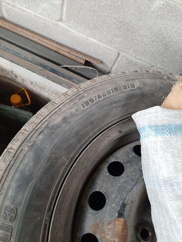шины цены в Кыргызстан: Продаю шины зимние с дисками, цена за комплект 12000, в хорошем