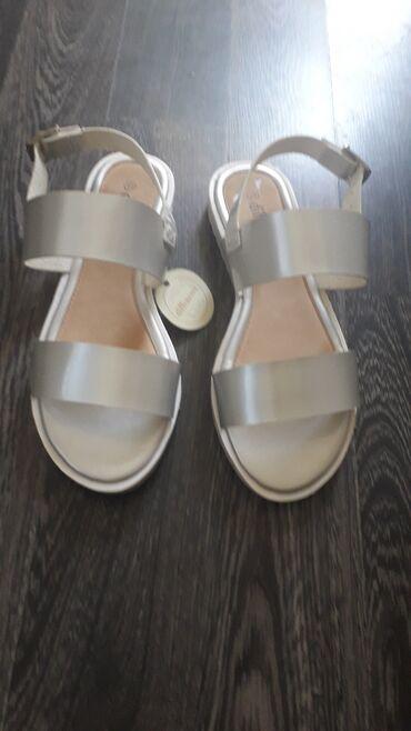 Nove srebrne sandale kupljene ali promasen broj jako udobne i lepo