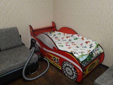 бу детские кроватки в Кыргызстан: Детская кроватка-машинка Молния маквин. В идеальном состоянии. Длина