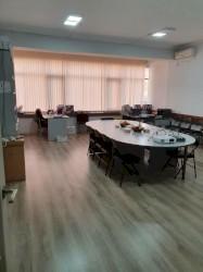 аренда офисов в бизнес центре в Кыргызстан: Сдаю офис в бизнес центре по Тыныстанова Современный офис с хорошим ре