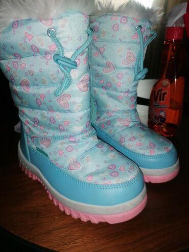 Zimske cizme za devojcice. Kao što vidite na slici djon je skoro čist