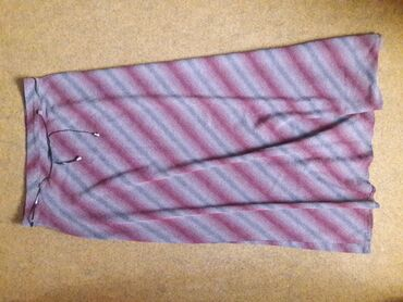 Duga prelepa bordo suknja M - srednje debljine Boja se prelema bordo