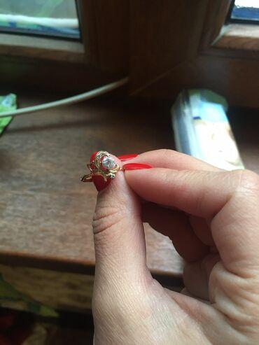 Продаю кольцо, золото 585 пробы с цирконом за 13.000 сомов, размер