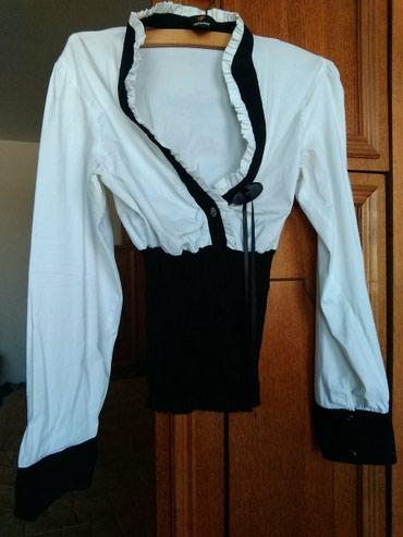 Lepa ženska košulja, belo crna sa dubokim dekolteom, za vitke dame, - Beograd