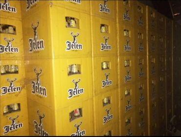 Prodajem gajbe jelen piva sa praznim flašama