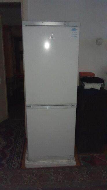usaq ucun iki mertebeli kravat в Кыргызстан: Б/у Двухкамерный Белый холодильник Indesit