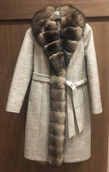 2326 elan | PALTOLAR: Xezli palto. Ela veziyette, 3-4 defe geyinilib! Razmeri 40 ama 38