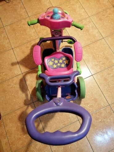 Melodika - Srbija: Dečiji tricikl guralica, roze ljubičaste boje, sa ručkom za guranje