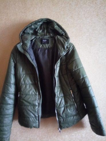 женские куртки трансформер в Азербайджан: Женская куртка, размер S, покупали в прошлом сезоне, цвет болотный