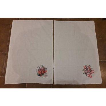 2 πετσετάκια ζωγραφισμένα με ανεξίτηλα χρώματα. Το ύφασμα είναι πολύ