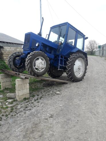 Kənd təsərrüfatı maşınları - Azərbaycan: Mtz 82. Traktor yaxwi veziyyetdedi. Her gun surulen texnikadi. Arxa