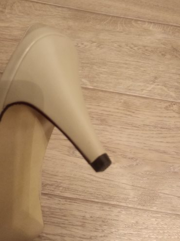 Новые кожаные босоножки.(туфли)каблук в Бишкек