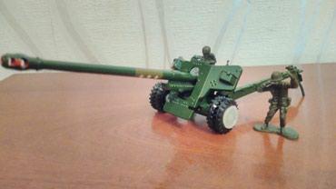 Металлическая модель советской противотанковой пушки БС-3 в Бишкек