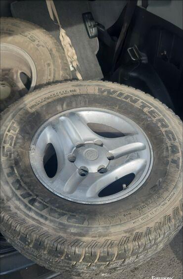 Продаю шины с дисками 6дыр 265/75 R16, 70% шипованные каждая по 3000