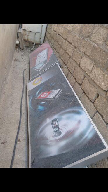 - Azərbaycan: 2 eded hazir veziyetde plakat. Uzunluq-2 metr, eni-80 sm. 1nin icinde