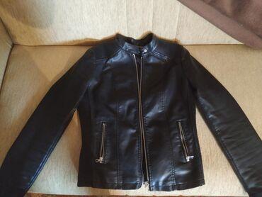 Zenska jaknica.Malo nosena bez ostecenja 1700 din