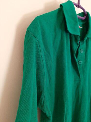 Zenska majica veličina XL. smaragdno zelena lepa boja i kvalitetan