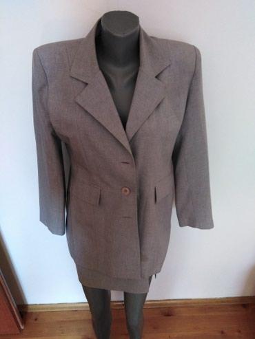 Ženska odeća   Petrovac na Mlavi: Sako i suknja. Veličina 38. Moguća dostava u Bg - u
