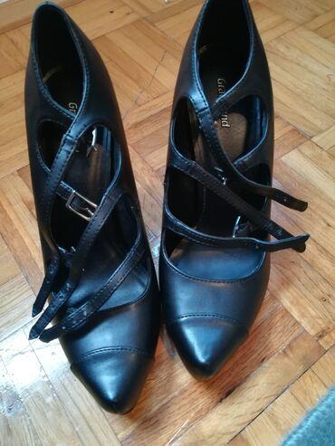 Cipele su jednom nosene, ne nosim ih jer mi je stigla prevelika. Broj