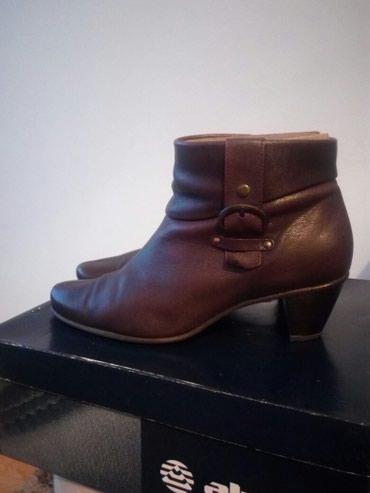 Ženska obuća | Cacak: Alpina kožne kratke čizmice,malo nošene,očuvane.Veličina 5,1/2.Mekana