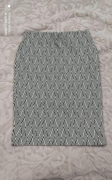 Продаю юбка за 400сомТройку за 1000сом могу ещё уступитьРазмеры 42.44