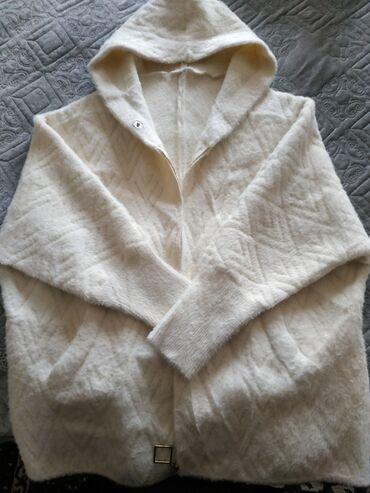 Продам курточку альпака,бежевая,вживую красиво смотрится,одевала пару