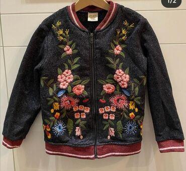Dečije jakne i kaputi | Nova Pazova: Duks jakna Zara kids vel 7 sa predivnim vezom u odličnom stanju bez