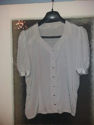Ženska odeća   Bor: NOVO . a samo 400 din.Kosuljica svetlo sive boje.Prigodna za sve