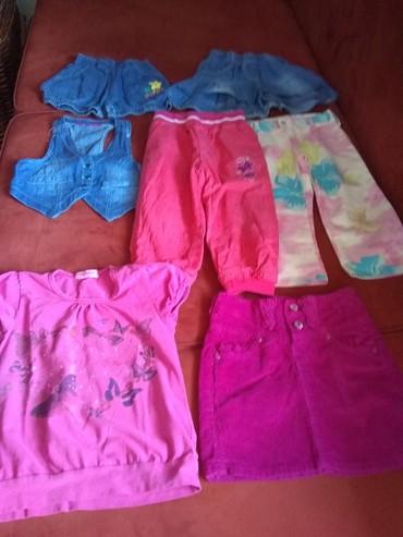 Garderoba za devojčice od dve godine, očuvana bez oštećenja. Cena - Crvenka