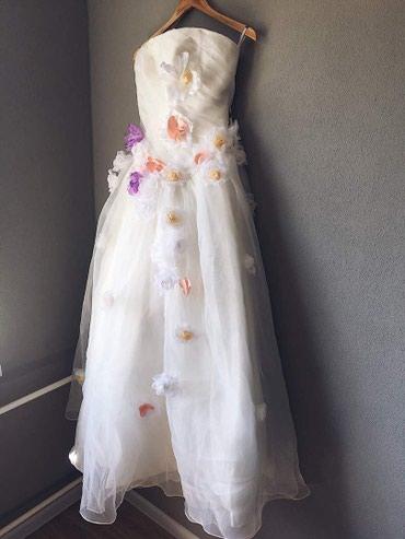 Новое Свадебное платье, пышное, с разноцветными цветочками. Размер