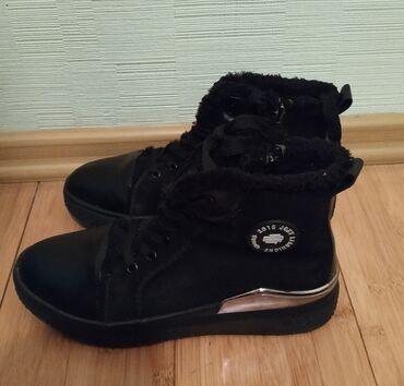 Ботинки зимние для девочки 38-39в идеальном состоянии