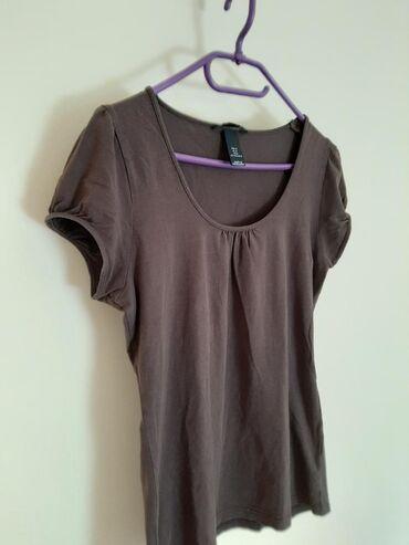 H & M braon majica. Veličina M
