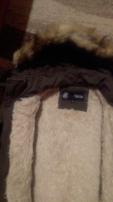 Zimska jakna sa krznom - Srbija: Izuzetno topla zimska jakna M velicina,duzine do kolena. Maslinasto